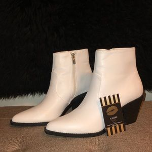 Forever 21 all season white booties